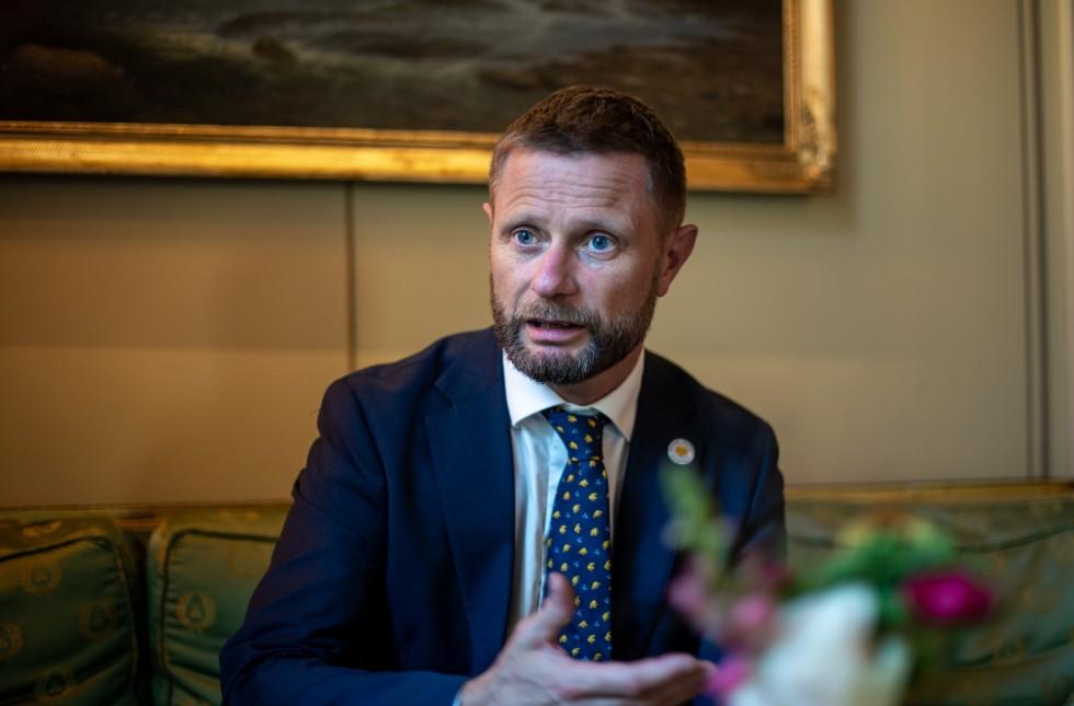Helse- og omsorgsminister Bent Høie vi sikre oppfølging av pasienter som blir utskrevet fra døgnenheter.