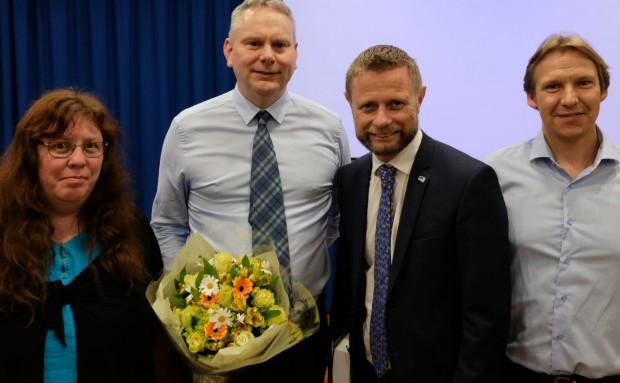 Psykologspesialist Arnhild Lauveng, leder for tvangslovutvalget Bjørn Henning Østenstad, helseminister Bent Høie og psykologspesialist Tormod Stangeland.