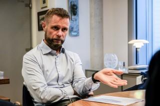– Medisinfri behandling skal være et reelt valg for pasientene. Per i dag er det ikke slik, mener helse og omsorgsminister Bent Høie. Foto: Nora Skjerdingstad